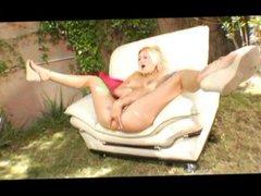Sexy porn skank butt fucked in yard
