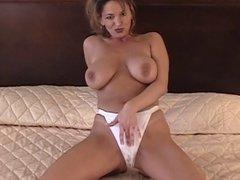 Hottie masturbating on the bed