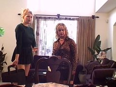Blonde hottie gets her cunt licked