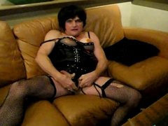 Hot Mature CD In Black Masturbates