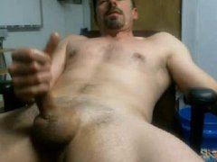 SUPER HORNY DUDE CUMS LOUD AND STRONG