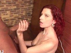 Jolie rousse baisee dans la salle de billard