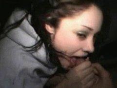 Very hot teen girlfriend blowsin the car