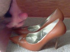 Brown Guess Heels Cum