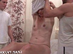 Double penetration vaginales pour cette mature cochonne