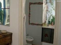 Celebs naked in bathroom