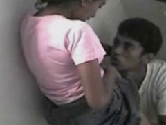 Latinos: lo graban a escondidas mamando panocha!