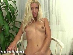 Georgous blonde Uma masturbating with a glass dildo until sh
