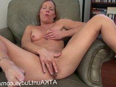 Milf Alyssa Dutch spreads her legs