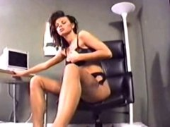 22 YEARS OLD NYLON WORSHIP CLIP