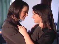 BEAUTIFUL LESBIANS KISSING