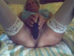 cam granny takes hugh black dildo