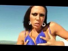 Rachel Starr shakes her Ass in the desert