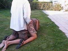 cassage de cul sur la pelouse