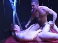 HUNG LITO CRUZ FISTS AND RAW FUCKS YOUNGER HUNK