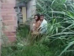 vecina es pillada cojiendo en el patio