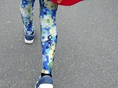 Leggings-Girl - Walking in my new old Legging