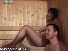 Double penetration dans le sauna