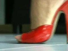 HOT NYLONS IN RED MULES WALKING (ORIGINAL SOUND)