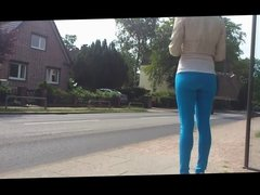 girls hot ass on bus stop