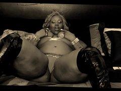 Spicee Cajun exposes her big black ass.
