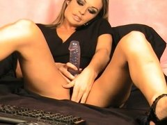 Hot Girl Hailey masturbates on cam