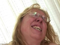 Fatty granny wants to get banged so more to get orgasm