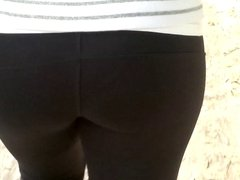 SDRUWS2 - Round butt in spandex showing pantylines