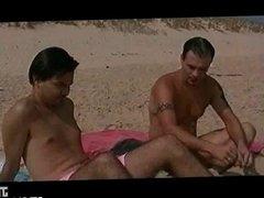 Double penetration sur la plage
