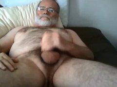 Daddybear wanking on Bed