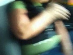 Se#ora Mamando en el Carro