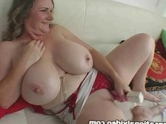 Huge Tit MIlf Oils N Fucks Her Huge Boobs