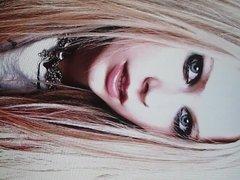 Avril Lavigne Cumshot 4