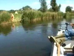 pescador de casualidad los ve cojiendo