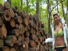 LGH - Tamia Outdoor Bitch im Wald mit High Heels