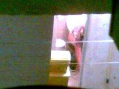 Minha vizinha no banheiro no flagra!