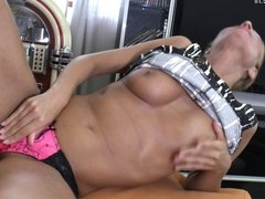 Sun tanned hot MILF play with her dirty old cunt