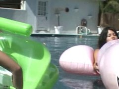 Lesbian Teens poolparty