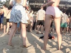 CANDID Cute Ass of a young Blonde dancing in Swinsuit