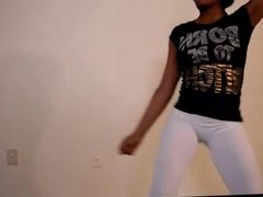 Sweet ebony Babe shakes her nice Ass