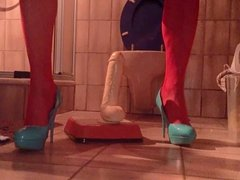 HUSSY IN RED OUVERT-PANTYHOSE & BLUE HIGHHEELS ANAL