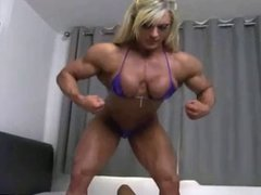 Sexy muscle lesbians licking & toying