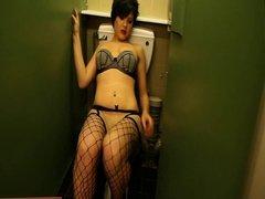 English amateur wanks in the washroom