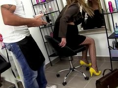 Pussy Fisting at the hairdresser