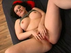 Chubby is masturbating her pussy on divan