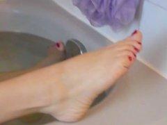 Nath.. show sexy feet in bath