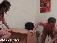 Etudiante sodomisee en salle de classe