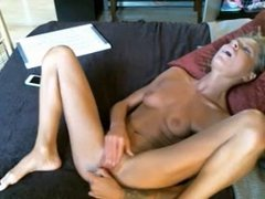 Milf masturbate with dildo