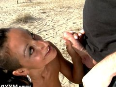 Latina asks her way but ends up fucked on the beach