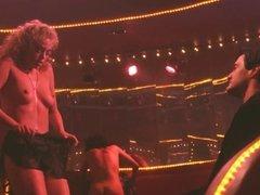 elisabeth berkley dans showgirls